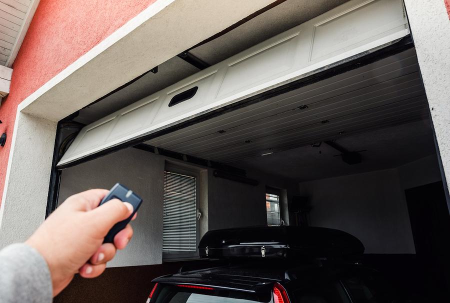 Dealing With a Broken Garage Door in Howell, MI?